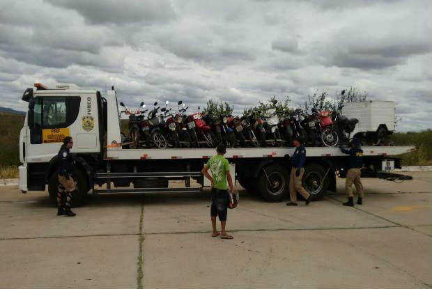 De acordo com a PRF, 1220 pessoas passaram pela fiscalização. Foto: PRF/Divulgação.