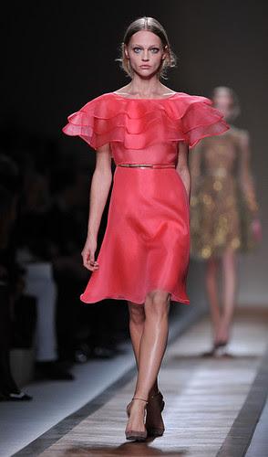 Valentino+Runway+Paris+Fashion+Week+Spring+ELomTuVmHcIl