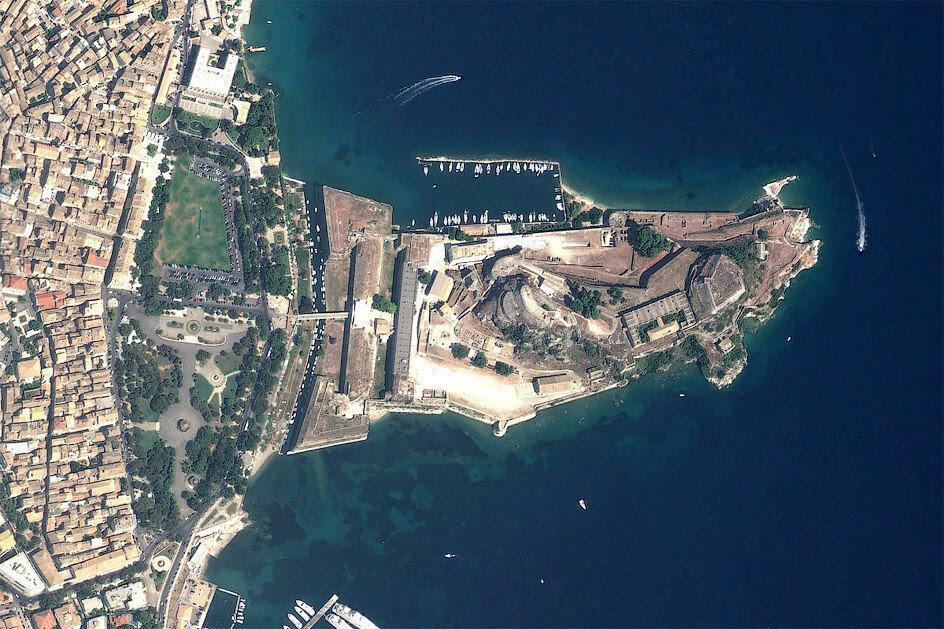Вид на Старую Крепость Керкиры (снимок со спутника)