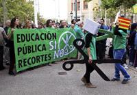 Students in a rally in Spain © EPA/JAVIER CEBOLLADA