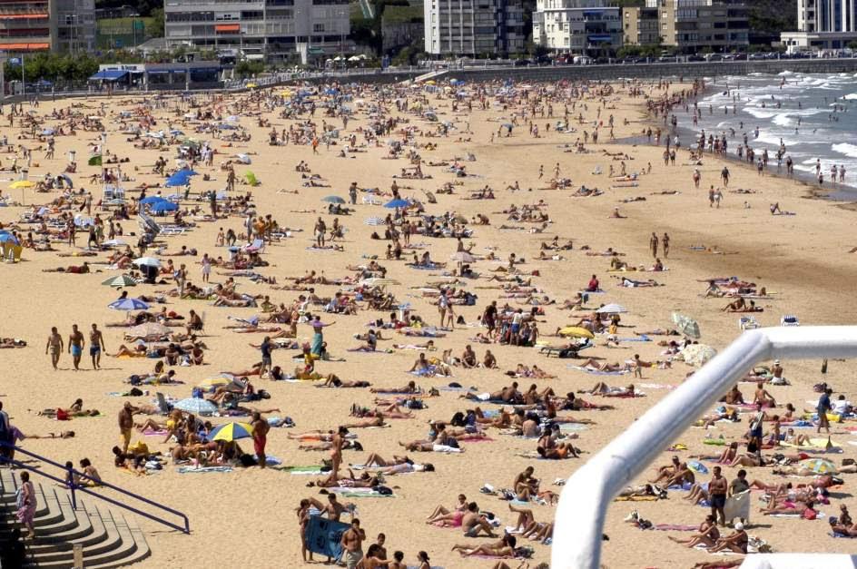 Resultado de imagen de playa popular españa