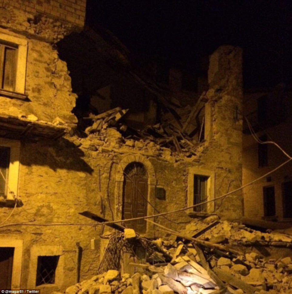 As primeiras vítimas do terremoto devastador eram um casal de idosos cuja casa desmoronou em Pescara del Tronto (na foto, o dano em Amatrice nas proximidades)