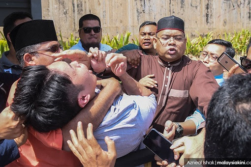 University Malaya Student Protest Crooked Najib - Attacked by Lokman and UMNO Gangsters 2