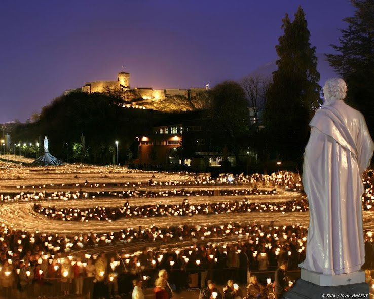 Lourdes, procissão das velas, fundo de tela do santuário