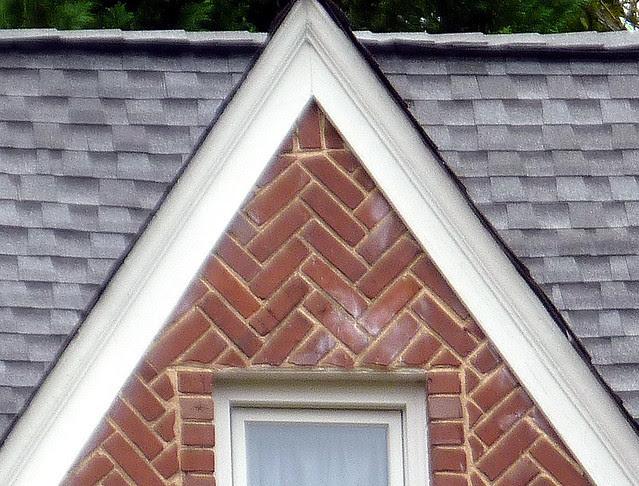 P1130471-2012-11-05-un-Drunk-Diagonal-Brick-double-gable-Morningside-detail-Reeder-right-detail