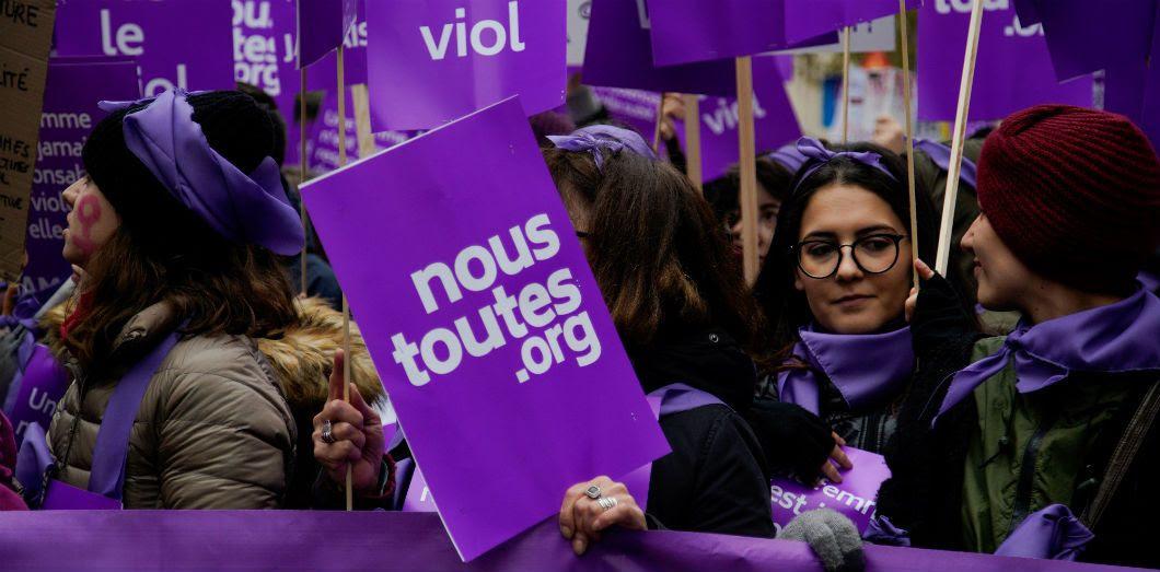 Anaïs Leleux, militante féministe pour Nous Toutes, s'est rendue compte qu'en deux jours elle pouvait passer plus de cinq heures «rien que sur WhatsApp, dans des conversations militantes». Manifestation du collectif à Paris, le 24 novembre 2018. |AFP