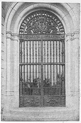 Zaguán del antiguo Palacio de la Sisla, con rejería de Julio Pascual