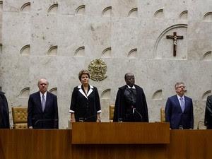 Presidenta Dilma Rousseff durante posse do Presidente e do Vice-Presidente do STF, ministros Joaquim Barbosa e Ricardo Lewandowski no Supremo Tribunal Federal (Foto: Roberto Stuckert Filho/PR)