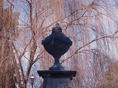 urn and willows