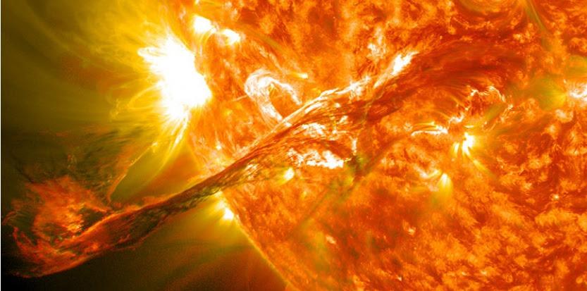 http://referentiel.nouvelobs.com/file/7107415-tempete-solaire-geante-comment-la-terre-a-echappe-de-peu-au-chaos.jpg