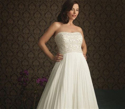 Various kinds of wedding dresses with new models: Plus