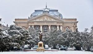 Teatrul de Stat si statuia Regina Maria, Foto by Ovi Pop