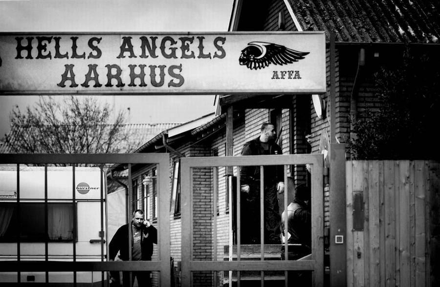 Hells Angels i Aarhus skal senest på onsdag være flyttet ud af rockergruppens klubhus på Bryggervej i Risskov. Ingen af Aarhus-rockerne ønsker at udtale sig til Ekstra Bladet om, hvor de nu flytter hen. HA-talsmand Jørn 'Jønke' Nielsen siger dog, at Aarhus-vennerne går stille med dørene, fordi de vil undgå at blive forhindret i at flytte ind et nyt sted. (Polfoto)