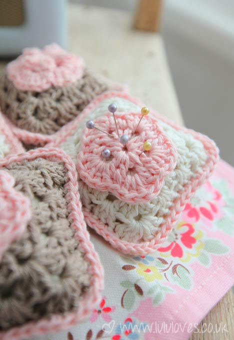 crochet-pincushion