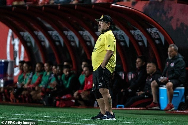 Surgeon says Diego Maradona must have artificial knees put in if the football legend is to carry on walking