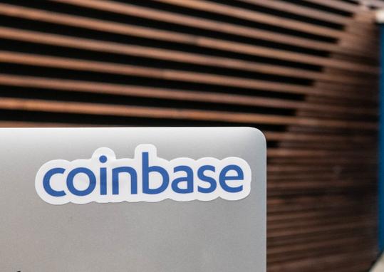 Coinbase constrói pilha de dinheiro de US$ 4 bilhões como almofada para uma regulação mais apertada, riscos de criptomoedas