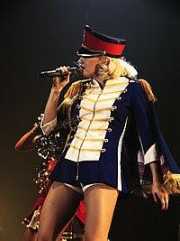 http://upload.wikimedia.org/wikipedia/commons/thumb/6/66/HollabackGirl.jpg/200px-HollabackGirl.jpg