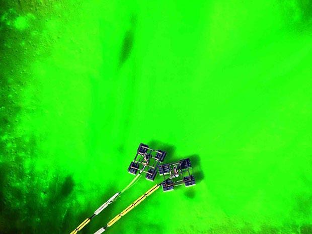 Foto mostra um lago de dejetos em uma fábrica de herbicidas na Louisiana, EUA.