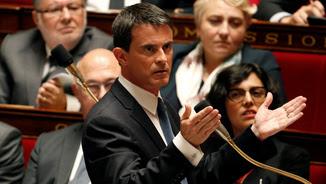 Manuel Valls respon preguntes durant la sessió de control al govern (Reuters)