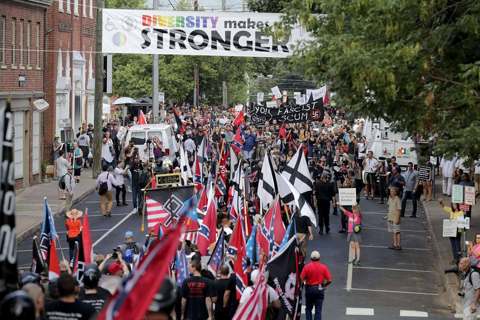 http://leagueofthesouth.com/wp-content/uploads/2017/08/LS-and-NF-allies-at-Lee-Park-Charlottesville-Aug-2017-rear-view-of-column.jpg