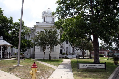 vernon county courthouse walkway