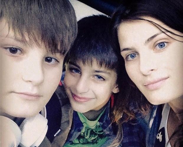 Isabeli Fontana em selfie com filhos (Foto: Arquivo Pessoal)