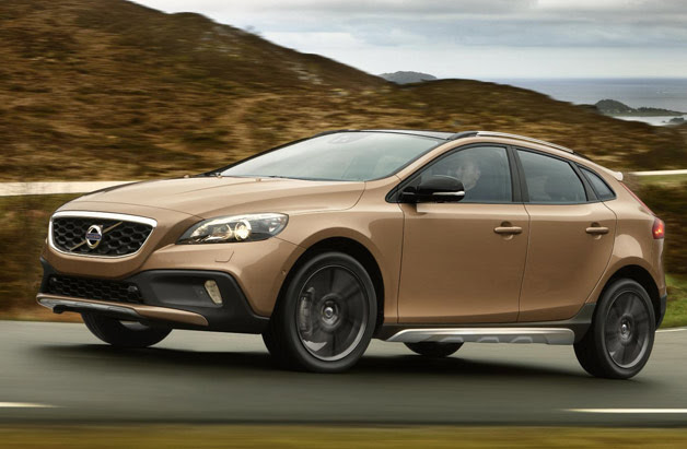 2013 Volvo V40 Cross Country - front three-quarter dynamic image