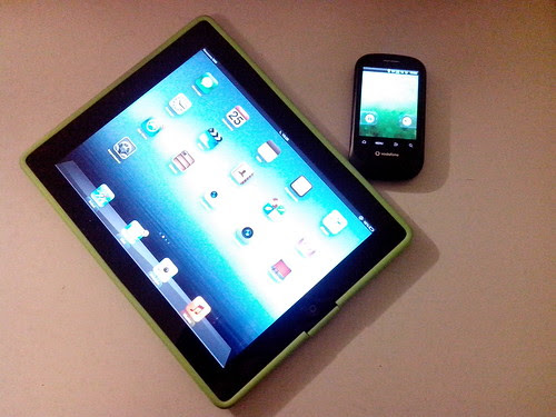 Test tra iPad e smartphone Android by Ylbert Durishti