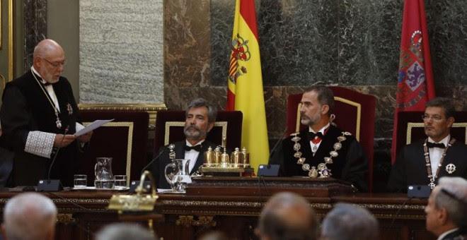 El fiscal general del Estado, José Manuel Maza, el presidente del CGPJ, Carlos Lesmes, el rey Felipe VI, y el ministro de Justicia, Rafael Catalá, en el acto de apertura del año judicial EFE