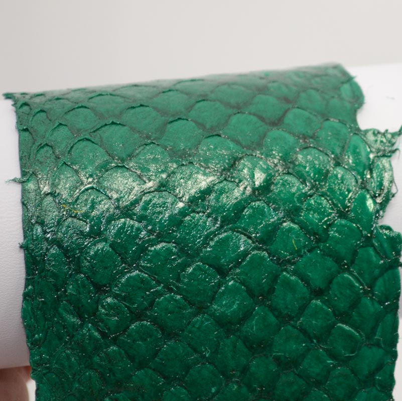 75135100-15 Leather -  Second Skin Fish Leather - Glossy Hunter Green (1)