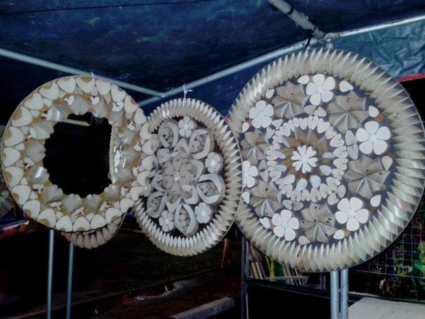 Artesãos confeccionam as mandalas com talas de buriti, árvore típica do lavrado (Foto: Neidiana Oliveira/G1)