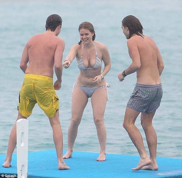 The best possible look: The star was sporting the best accessory a girl can wear, a broad smile, as she took to the beach