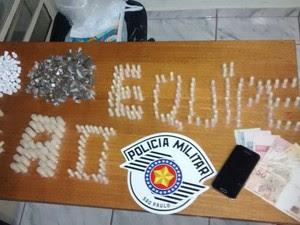 Polícia apreendeu porções de cocaína, crack e maconha em São Roque (Foto: Divulgação/Polícia Militar)