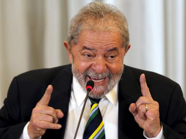 28/03/2016 - O ex-presidente Luiz Inácio Lula da Silva durante entrevista coletiva a jornalistas estrangeiros na manhã desta segunda-feira (28) em São Paulo (Foto: Paulo Whitaker/Reuters)