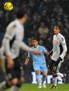 Bryan Ruiz podría ser titular ante el Manchester City este fin de semana.