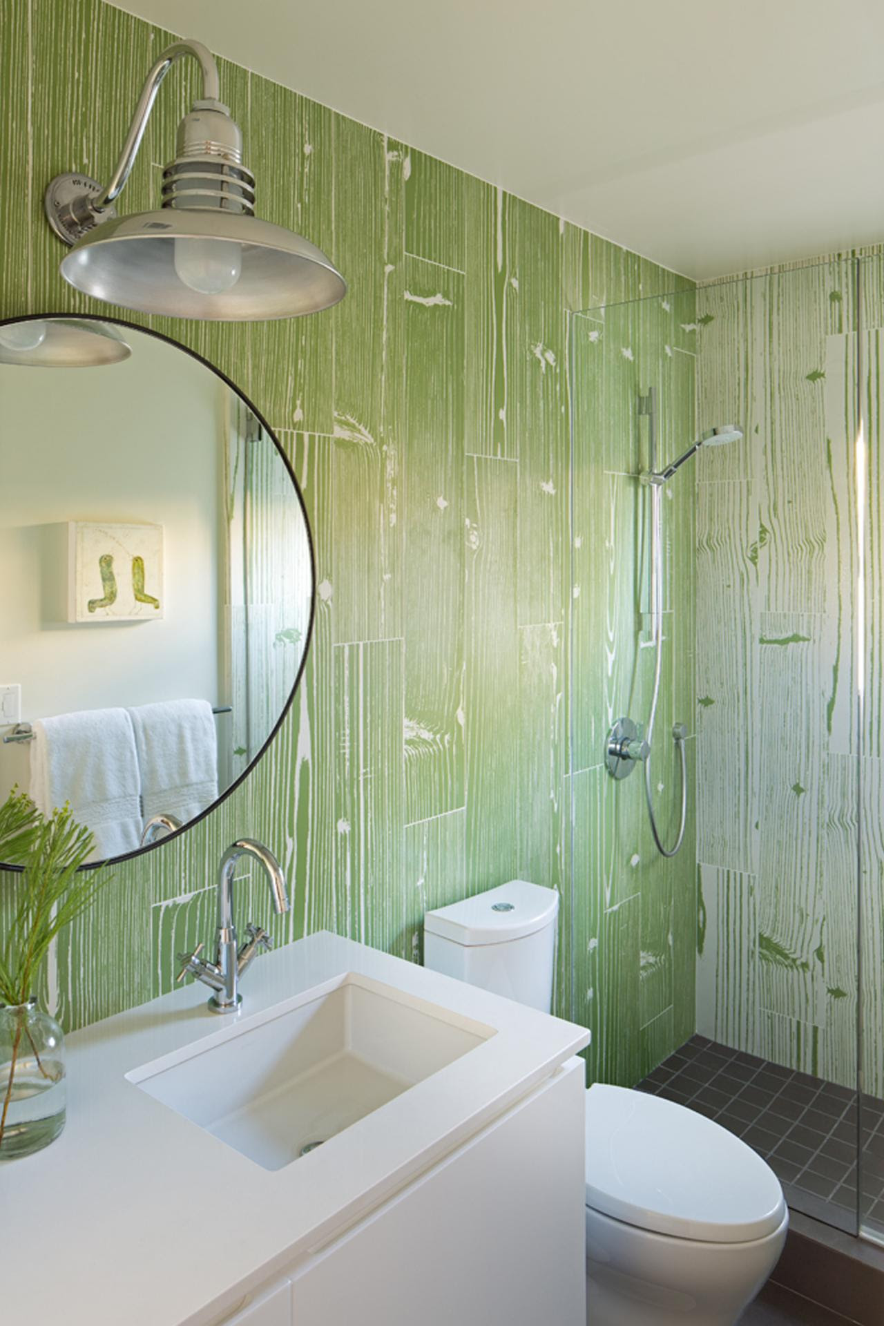 10 Paint Color Ideas for Small Bathrooms | DIY Network ...
