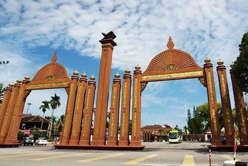 Rakyat kena berkorban, YB Pas Kelantan guane?