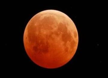 Gerhana bulan berwarna merah, dari foto seorang pengamat   menggunakan teleskop Meade LX50 10 inchi Schmidt Cassegrain dan kamera Canon XS DSLR
