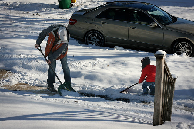 oz and daddy shovelling-2