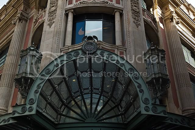 Marquee at El Corte Ingles, Portal del Angel, Barcelona [enlarge]