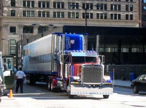 Optimus Prime finally has a trailer in TRANSFORMERS 3.