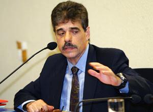 Ex-deputado federal José Vicente Goulart Brizola durante depoimento na CPI dos Bingos, no Senado, em 2005