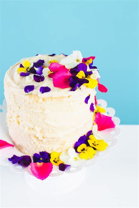 HOW TO DECORATE A NAKED CAKE WITH EDIBLE FLOWERS   Bespoke