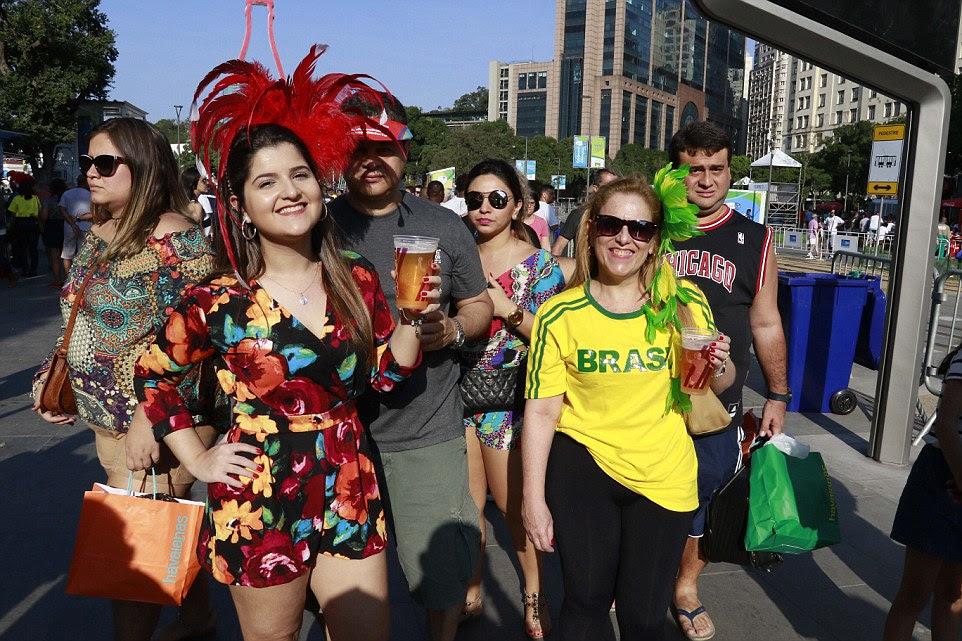 espírito local: No Porto Mauá Boulevard na cidade uma zona de fã foi criado para permitir que as pessoas para assistir aos eventos da cerimónia e torcer ao longo das duas semanas dos Jogos