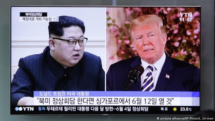 USA Nordkorea - Donald Trump und Kim Jong Un - TV (picture alliance/AP Photo/L. Jin-man)