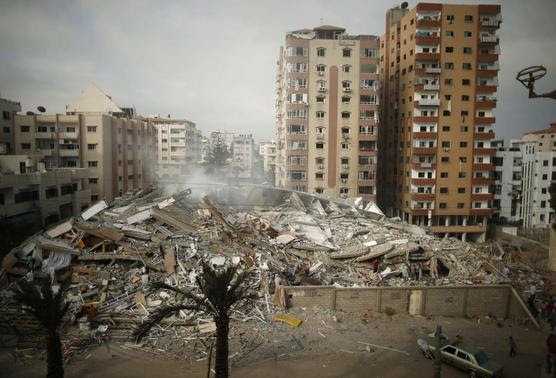 A general view of the rubble of a residential tower, which witnesses said was destroyed in an Israeli air strike, is seen in Gaza City August 24, 2014. REUTERS/Mohammed Salem