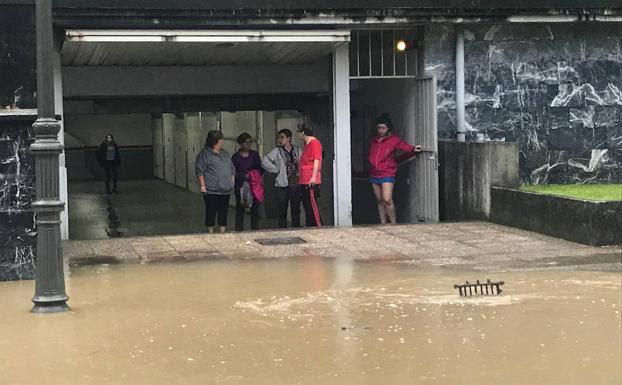 Las fuertes lluvias están provocando inundaciones en Irun