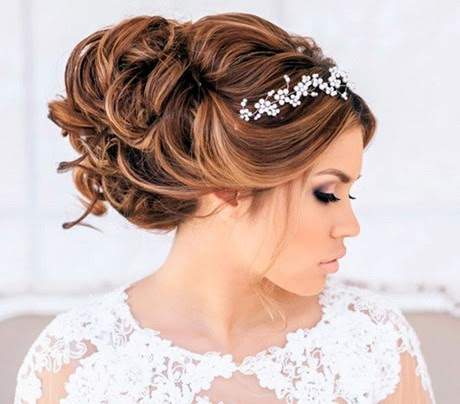 Soft And Feminine Love The Loose Braid With Flower Between