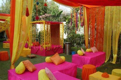 20 Eye Refreshing Mehndi Decoration Ideas ? SheIdeas