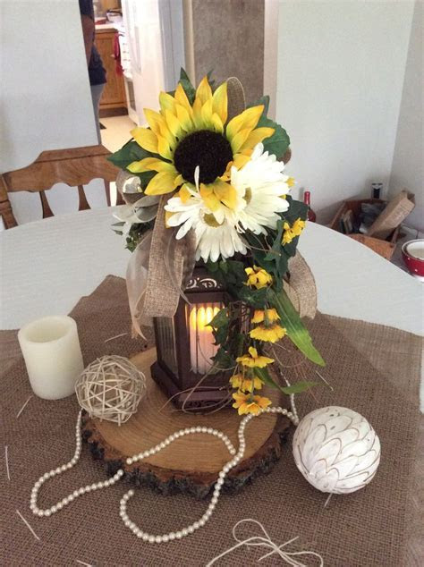 DIY Fall Wedding Centerpieces Like the wood base. With